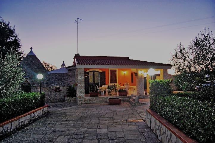 Relax in Puglia. Villa con trulli!! - Gioia del Colle - Villa