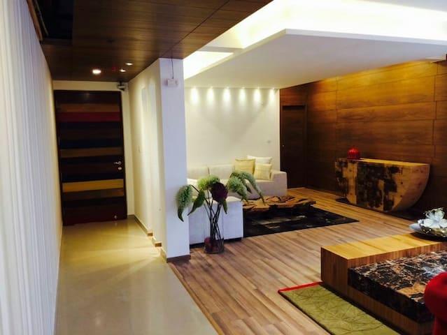 Chic Apartment in ATS Indirapuram - Ghaziabad - Apartment