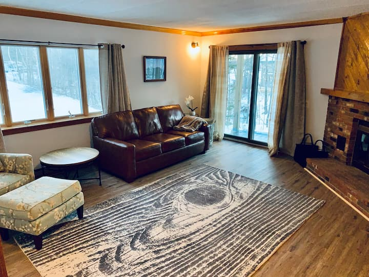 NEW!Renovated condo, walk to Mt Snow ski trails