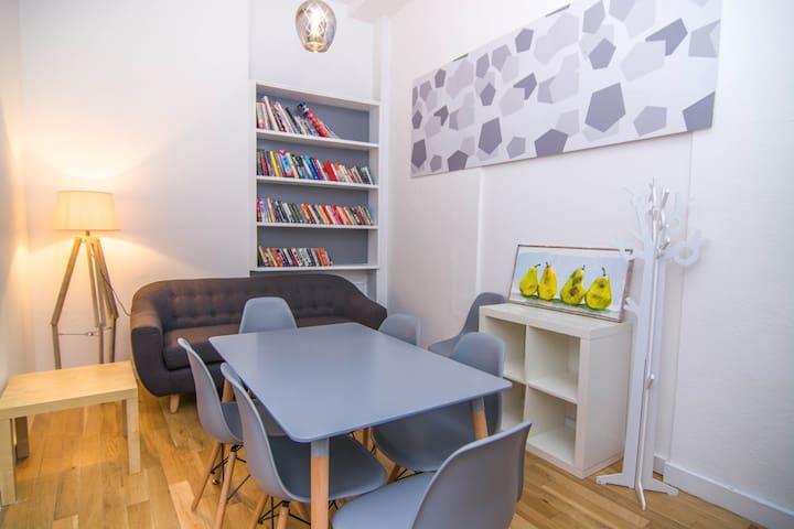 2-bedroom Internal Flat - Central London - 2238