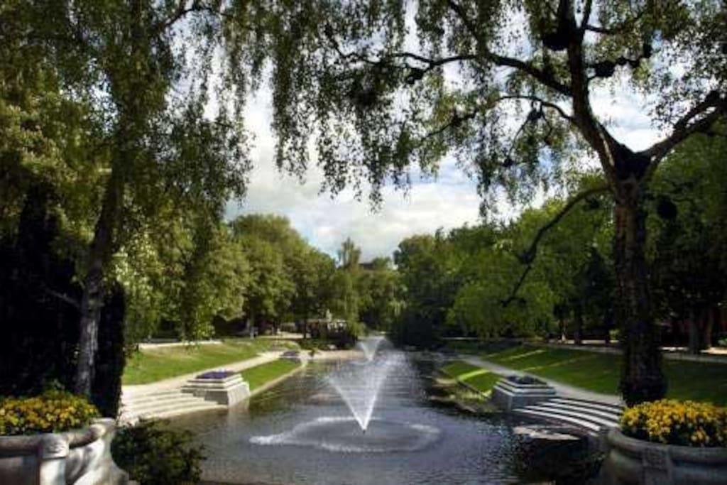 the noorderplantsoen park is a 2 minute walk away.