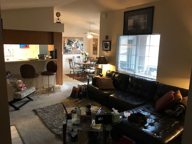 Awesome gated 2BD 2BA Condo - Folsom - Pis