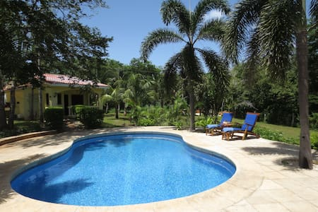"""Beach House """"Casa Mango"""" with private Pool - Playa Junquillal - Bungalow"""