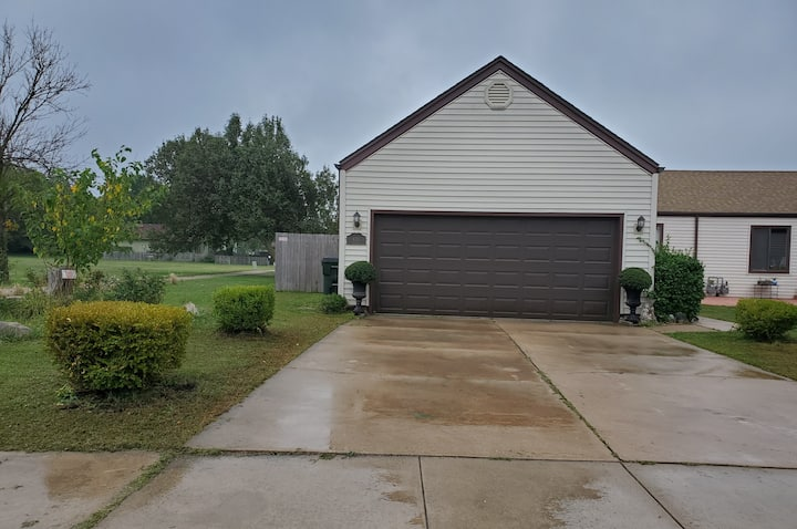 Spacious Happy home 3br/ 2ba Family Home