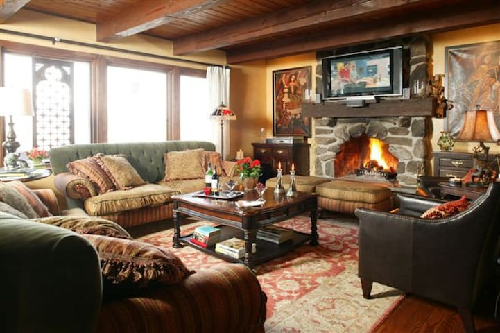 Cozy in the Sky with Jacuzzi - Mont-Tremblant - House