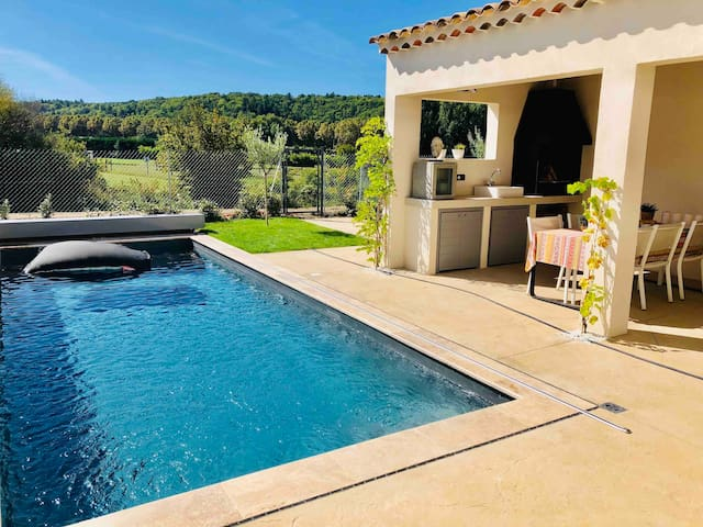 Luxury villa with private pool & mountain view