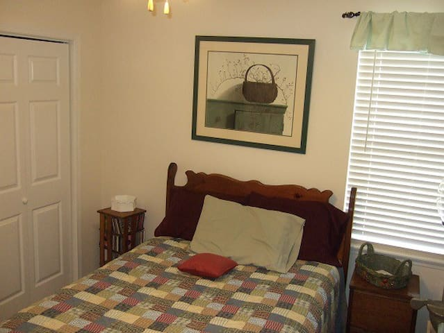 PRIVATE ROOM - FULL BED - Panama City - Hus