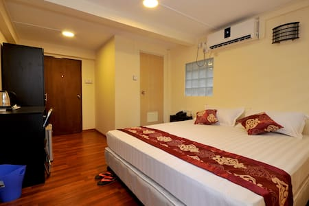 "Double Bed Only Great location ! All rooms are equipped with air-condition, free wifi, 32"" LCD flat TV , tea & coffee-making facilities, hot/cold water system, refrigerator with mini bar etc to take care of all your needs."