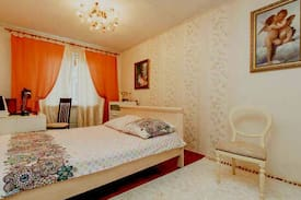 Picture of Spacious room with picture of Paris