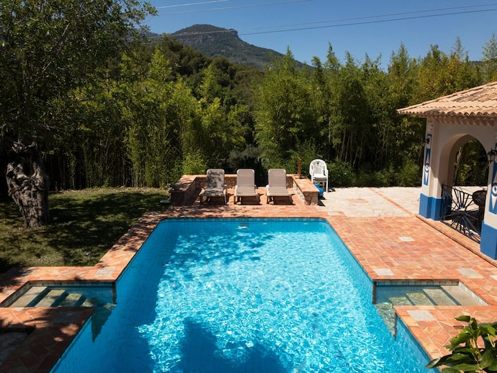 Large family house well equipped for great hols