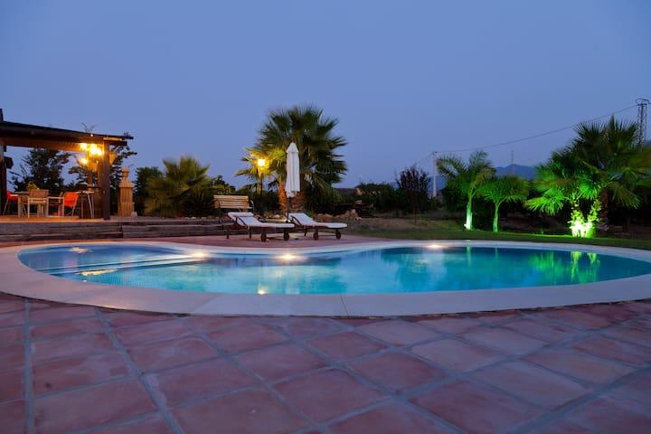 LOS SUEÑOS. Preciosa casa de madera - Alhaurín el Grande