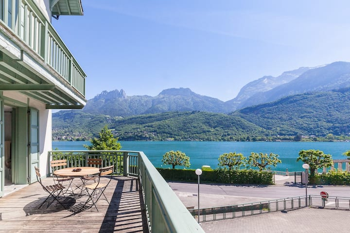 """""""Cozy Loft"""" with view/access to Annecy Lake"""