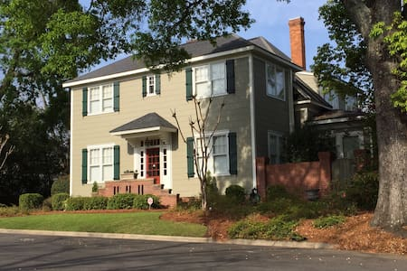 Tifton Historical Apt, Entire Apt #1, Ground Floor