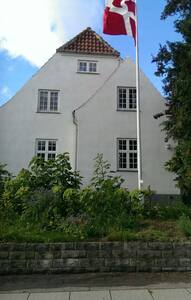Villa-apartment with garden near downtown CPH - コペンハーゲン - 別荘
