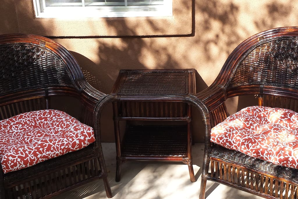 Comfortable private patio seating!!