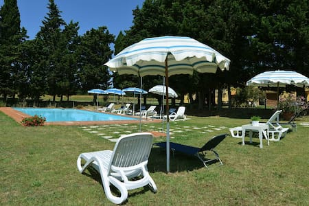 Relax, pool, WiFi, fireplace, BBQ, table tennis - Guasticce - House