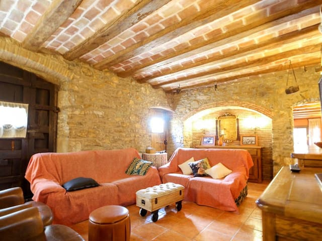 Airbnb Colomers Vacation Rentals Places To Stay