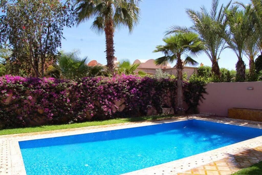 Superbe villa avec piscine sur le golf amelkis maisons for Villa avec piscine a marrakech