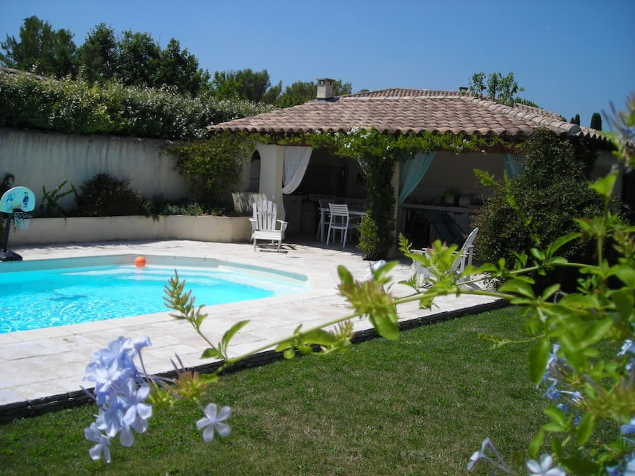 Suite parentale villa avec piscine houses for rent in for Piscine depot uzes