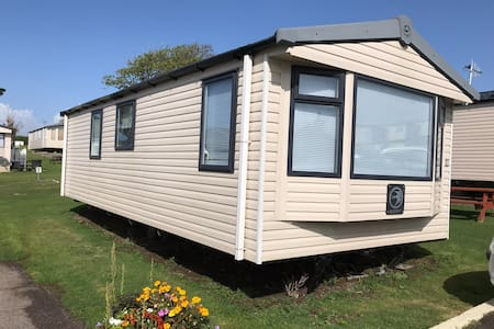 Chesil Retreat, Pebble Bank Caravan Park, Weymouth
