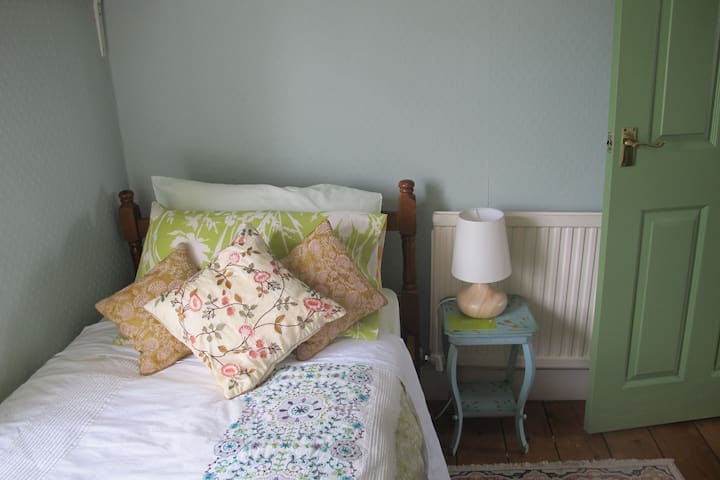 Julie's Small pleasant single room - Stamford - Casa