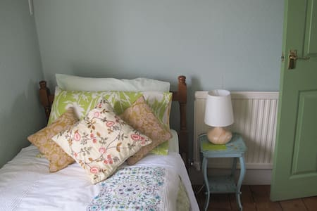 Julie's Small pleasant single room - Stamford