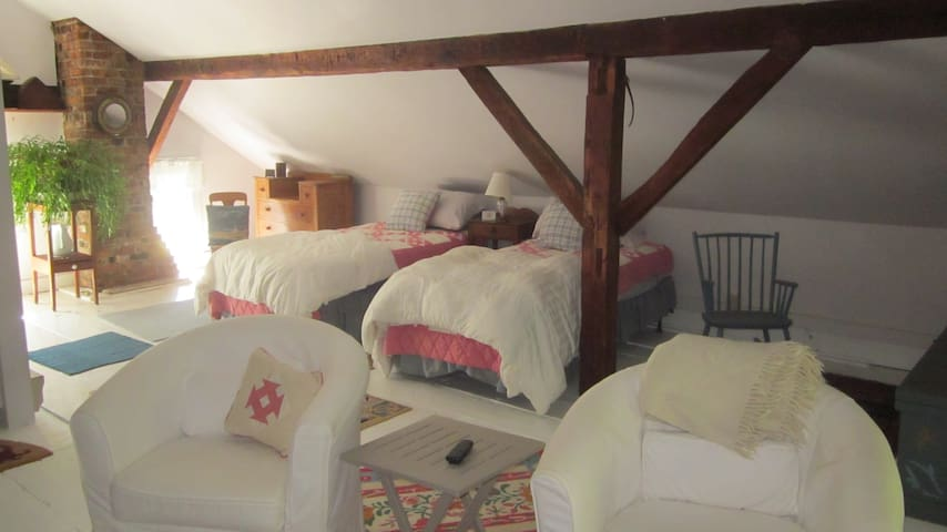 "Spacious Studio Apartment w/bath: ""The Loft"" - New Paltz - Rumah"