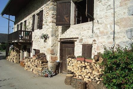 Maison Baujue, cheminée et montagne