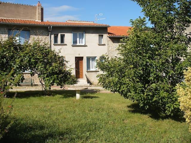 petite maison de village au calme - Corneilla-de-Conflent - Dům