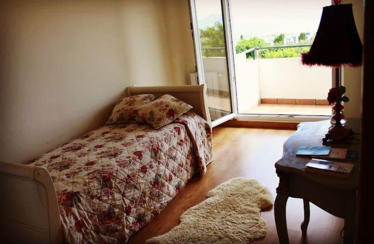 Habitación individual de cama de 90 para una persona,con unas vistas inmejorables.