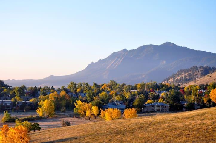 Flatiron Views from a Modern North Boulder Condo