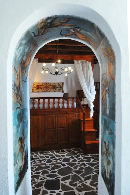 Arched entrance to the   bedroom