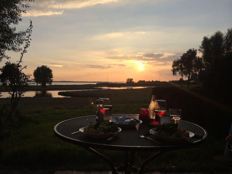 Het mooie uitzicht direct vanaf het terras - The beautiful view directly from the terras