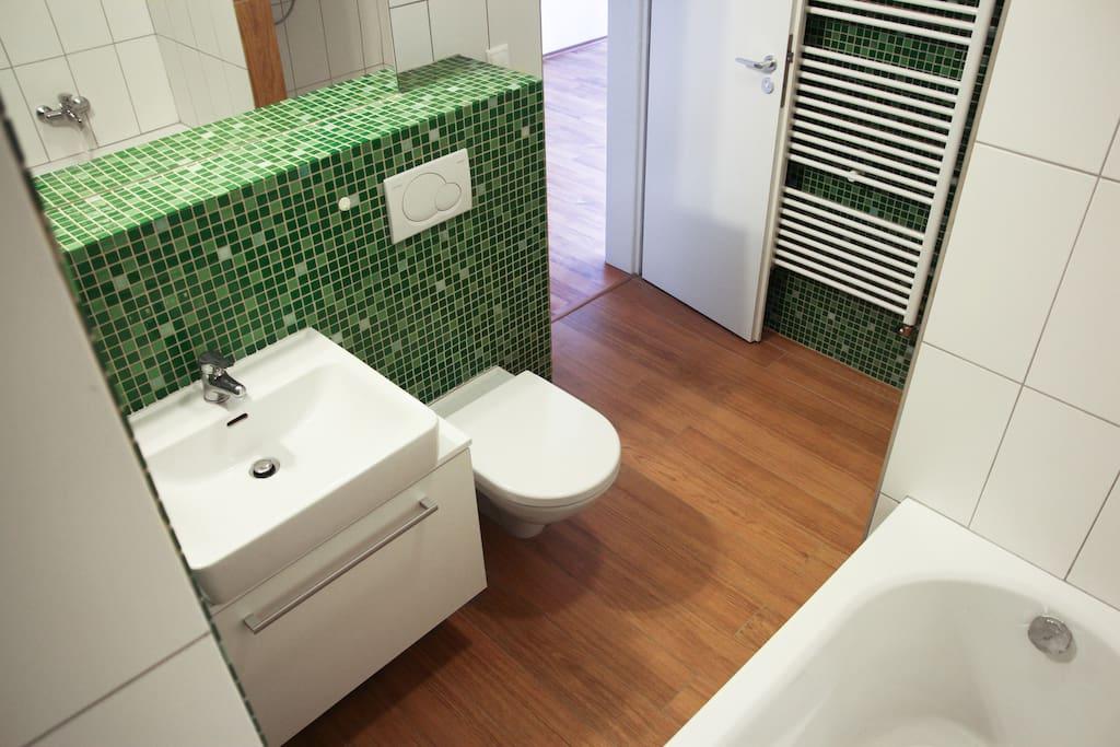 1st batchroom including shower, toilet, bath, etc