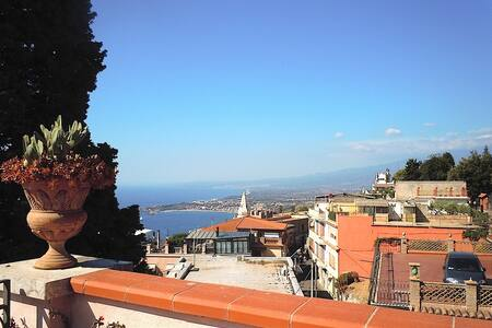 panoramic in town - Taormina