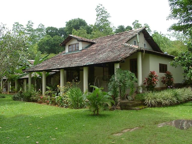 Haus mit Hausangestellter bei Kandy - Yalegoda - Casa