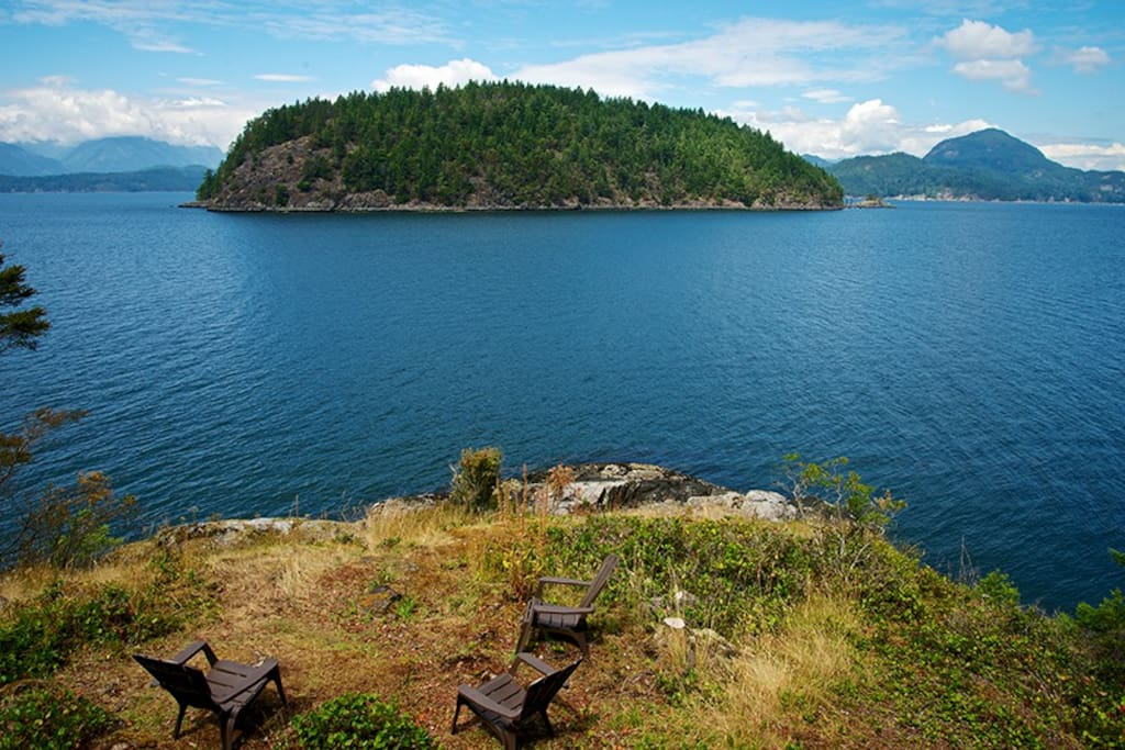 PRIVATE BEACH JUST BELOW THE DECK ~ Waterfront views at the waters edge of Hutt Island and much more.