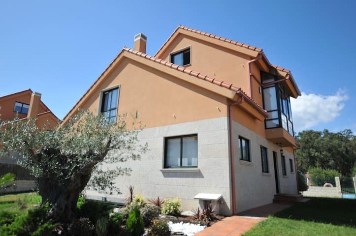 Casa amplia y confortable entre Galice et Portugal - Tui - Hytte (i sveitsisk stil)