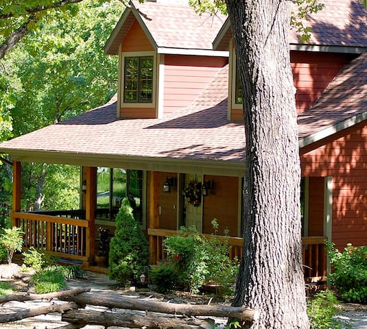Woodsong Cottage - Charming 2BR Secluded Home Near Branson - Blue Eye - Casa