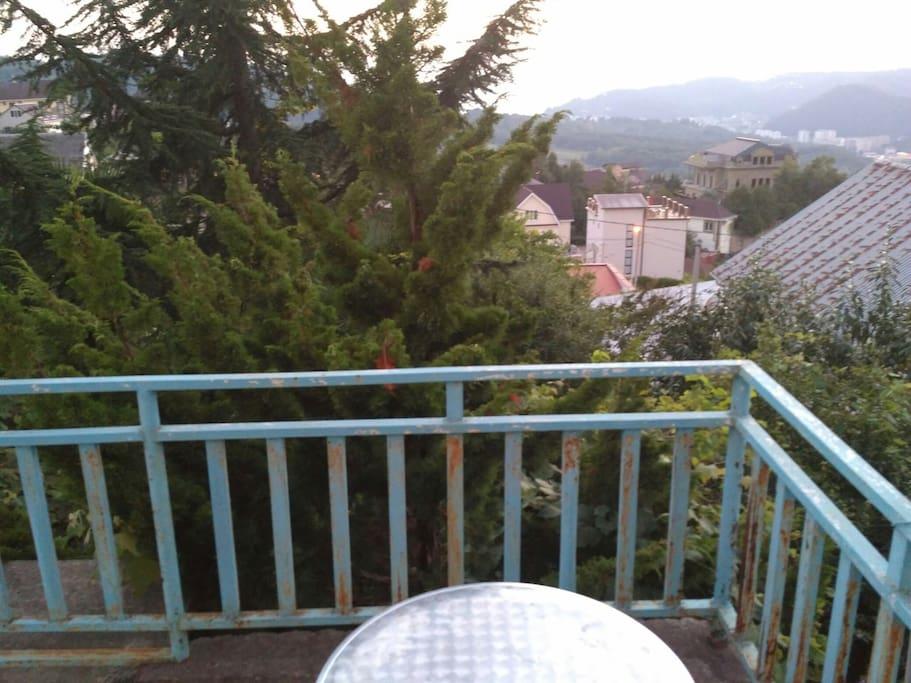 Вид с балкона , на море и горы , романтика вечером огни..