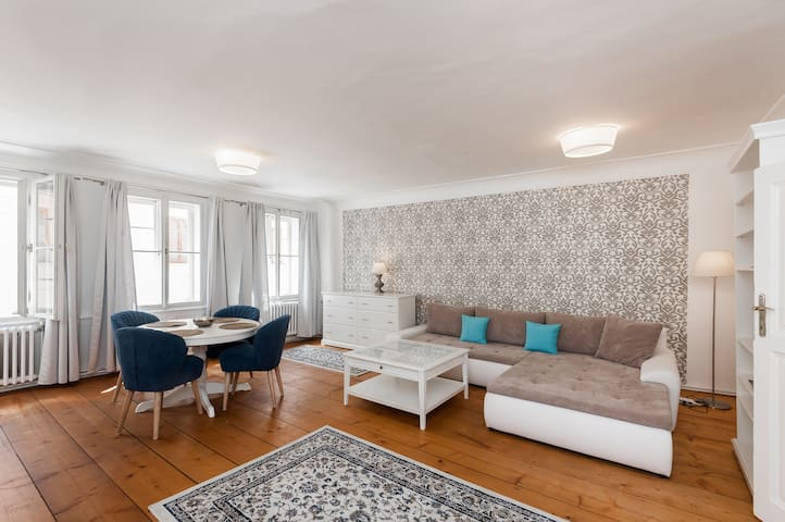 BRIGHT APT WITH GORGEOUS VIEW UNDER PRAGUE CASTLE