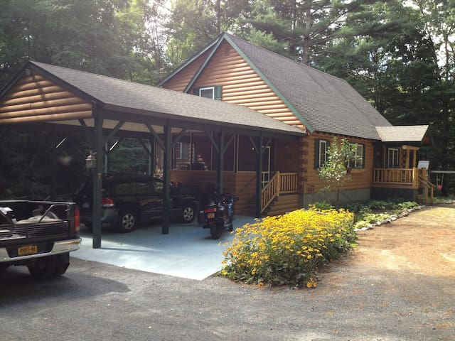 Bear Lodge, Lake George - Lake George - Ev