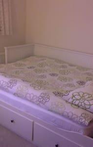 Room in SWEET HOME - Borehamwood