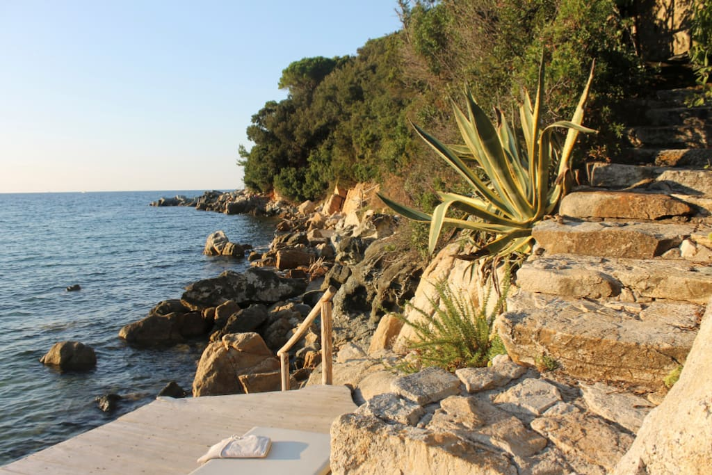 Steps with private access to sea