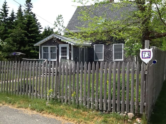 Lovely Cape Style Home near Acadia - Winter Harbor - Rumah