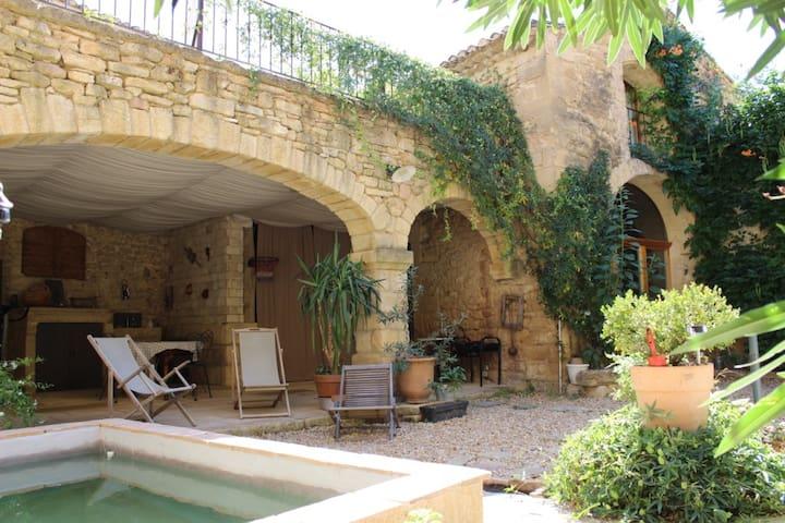 Ancienne Grange du XVIIIème siècle - Vers-Pont-du-Gard - Casa