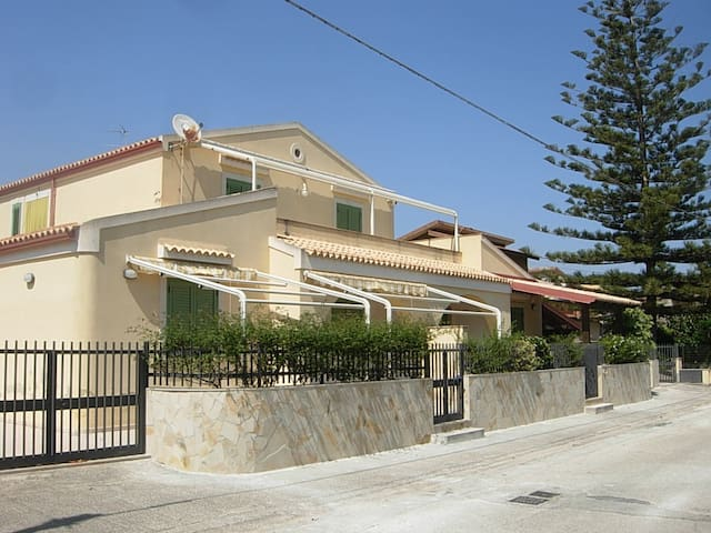 casa indipendente vicino al mare