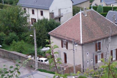 Le charme de la campagne : Maison sur l'Ourme - La Motte-d'Aveillans - 宾馆