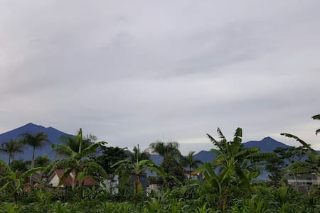 Amazing mountain view from home - Salatiga - Dům