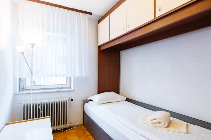 Single Room.City Center .WiFi.Shared bathroom